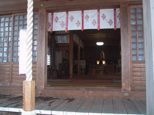 諏方神社本殿