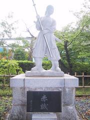 中野竹子の像正面より撮影