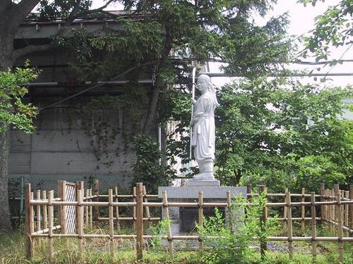 中野竹子の像全体