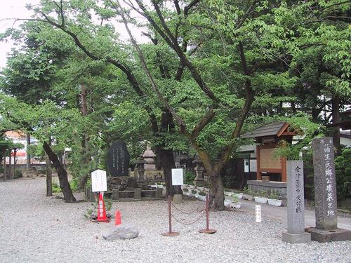 蒲生氏郷公墳墓の地-興徳寺内