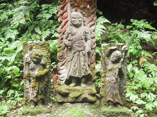 寄進された石像