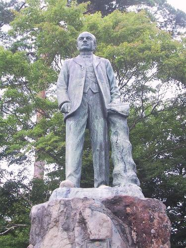 長工師ファンドールン君銅像