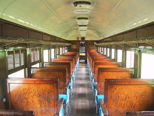 昭和レトロな旧型客車内部