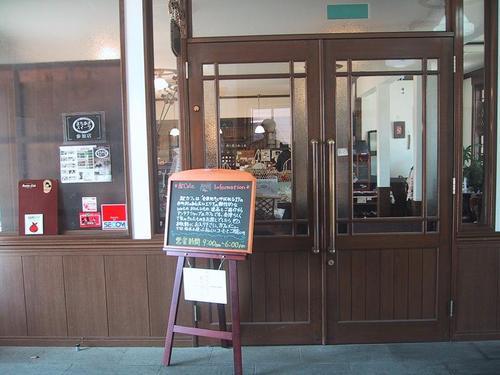 駅カフェ入口