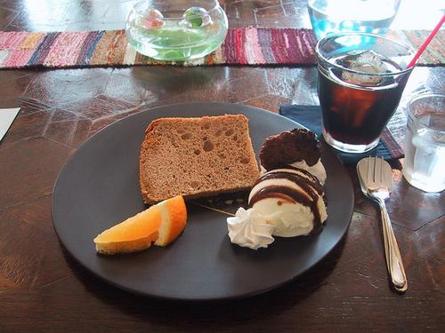 シフォンケーキ・アイスクリーム・手作りクッキー・フルーツのプレート