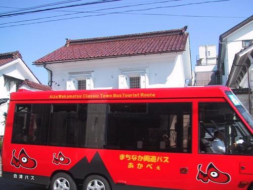 ちょうどまちなか周遊バスあかべぇが通りました